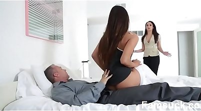 Blue eyes Cpl Giving Stepdaughter Nice Head at School