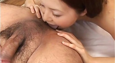 Cute babe Ami gets a mouthful of cum