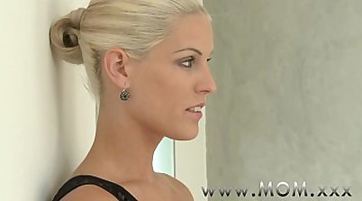 Blonde milf mom Daphne Foxxx can handle the cock of the man